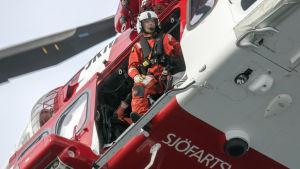 Helikopter från svenska Sjöfartsverket under storolycksövningen somarö2017.