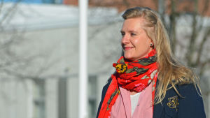Catarina Diehl poserar i solskenet.