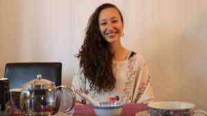 Amira Mountassir bjuder på glassmakning i sitt hem.