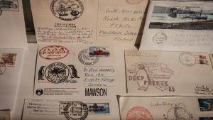 Gamla brev och vykort.