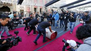 Den röda mattan rullas ut inför Oscarsgalan 2018.
