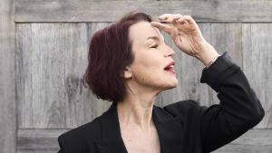 Sångerskan och författaren Anna Järvinen.