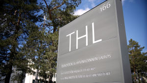 THL:s skylt vid Mannerheimvägen i Helsingfors.