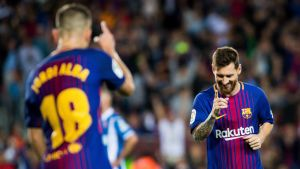 Jordi Alba och Lionel Messi firar mål för Barcelona.