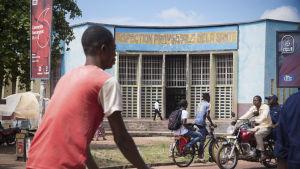 Hälsovårdscentret i Mbandaka där man gör den första diagnosen av misstänkta ebolafall