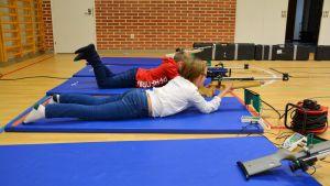Skidskytteövning i Kvarnbackens skola i Borgå