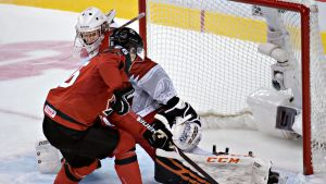 Morgan Frost spelar ishockey för Kanada.