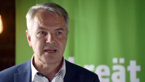 Pekka Haavisto på De Grönas ministergrupps presskonferens i Borgå 12 augusti 2019.