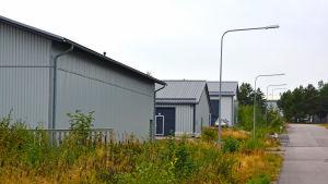 Väg och industrihallar.