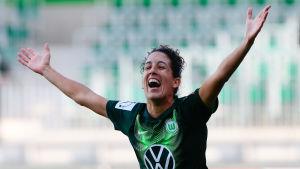 Claudia Neto firar ett mål.