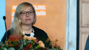 Saara Hyrkkö Vihreiden puoluekokouksessa.