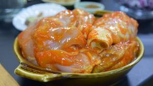 Kyckling i marinad på ett fat