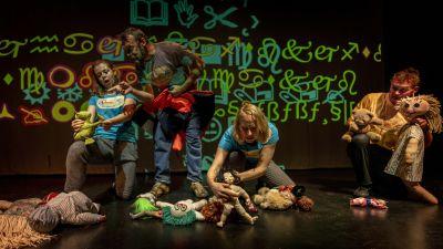 Teater fiktion som borjar leva