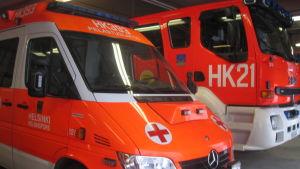 Ambulans och brandbil.