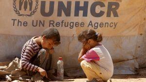 Två syriska flyktingbarn.