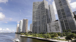 Lugnet före stormen. Irma väntas slå till direkt mot Miami på lördag som en kategori fyra orkan