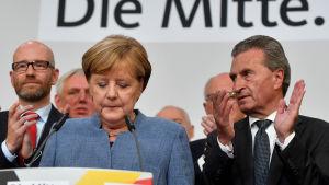 Angela Merkel talar till kristdemokraterna efter att partiet upplevde sitt sämsta val sedan 1949.
