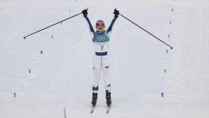 Krista Pärmäkoski jublar efter sitt OS-brons.