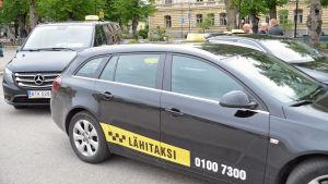 Taxibilar vid Borgå Torg.