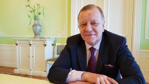 Vladimir Zapevalov från det ryska utrikesministeriet tror inte de avhoppade turisterna blir något problem.