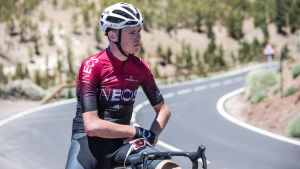 Chris Froome sitter på sin cykel