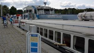 Kryssningsfartyg som lagt till i hamnen i Borgå.