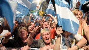 Frente de Toros anhängare firade presidentvalets resultat på gatorna i Buenos Aires sent på söndag kväll.