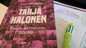 Bild på boken om Tarja Halonen.