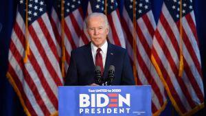 """Joe Biden betraktas som en """"patriotisk realist"""" som vill driva en utrikespolitik som gagnar medelklassen i USA snarare än multinationella bolag."""
