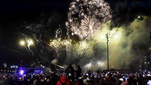Nyårsfest vid medborgartorget i Helsingfors 2019-2020 årskiftet