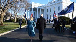 Joe Biden och Jill Biden på väg mot Vita huset 20.1.2021