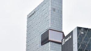 En väldig skyskrapa i Kina