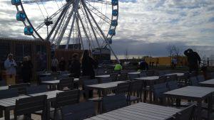 Korjaamo Group öppnar ett pop up-café där havsbadet Allas är tänkt att byggas på Skatudden.