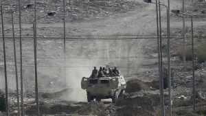 Egyptiskt militärfordon nära Gazaremsan den 2 juli 2015.