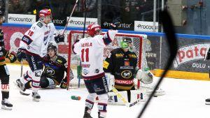 HIFK-spelare jublar mot Kärpät
