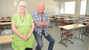 Karjaan yhteiskoulus rektor Katri Konttinen och Hem och skolas ordförande Eero Koli.