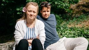 Silloin en ole yksin -kuunnelman Ella Mettänen ja Antti Tiensuu yhteiskuvassa.