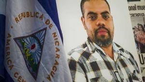 Bild på journalisten Angel Gahona som dödades av polisen visas under demonstration i Managua i Nicaragua.