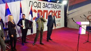 """""""Republika Srpska""""s president Dodik är i varje fall bra på att sjunga."""