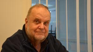 Profilbild på Rabbe Bäcklund.