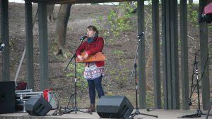 Den estniska folkmusikern Mari Kalkun på Prima Vista-festivalen i Tartu 2015.