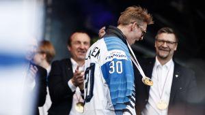 Guldlaget i ishockey-VM 2019 fortsätter fira.