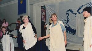 Kirsi Liimatainen teatteriesityksessä DDR:ssä nuorisokorkeakoululla 1988