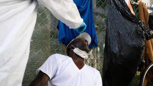 Hemlös man i Miami testas för coronaviruset.