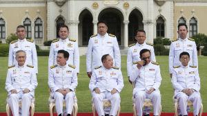 Den förre juntaledaren, premiärminister Prayut Chan-o-cha (sitter i mitten) möblerade nyligen om sin militärdominerade regering.