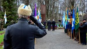 Uppvaktning vid hjältegravarna i Vasa den 6.12.2014