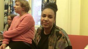 Sophia Wekesa är ledare för kulturverksamheten på Flickornas hus i Helsingfors.