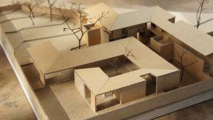 Miniatyrmodell av skyddshemmet i Tanzania.
