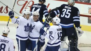 Toronto Maple Leafs firar mål mot Winnipeg.