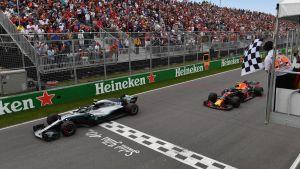 Bottas korsar mållinjen före Verstappen.